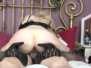 Exchanging oral and getting rammed in the bedroom
