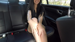 Hot girl masturbating on back seat of the car and wasn't caught - Mini Diva