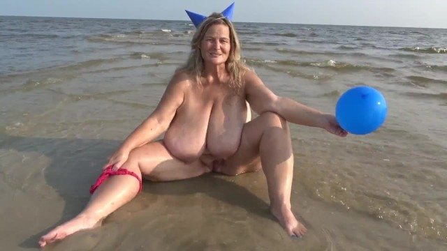 Nude blonde ten sea free pic Beach balloon party hat free promotional