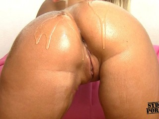 Ass shaking in thongs...