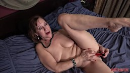 Lynn milf matura con le tette cadenti