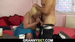 Old blonde woman gets her hairy pussy fucked