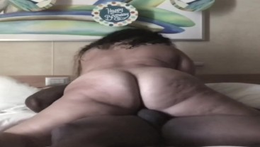 Thick pawg rides dick on cruise ship.