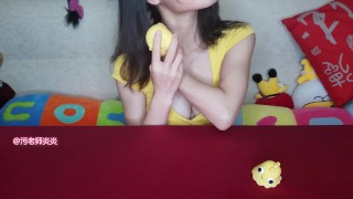 很黄的小姐姐和很黄的小鸡鸡 little chicken sucks Yanyan  asian model 情趣用品 vibrator test homemade asian china chinese vibrator big boobs 咕咕鸡 跳蛋 charming adult toys chinese girl asian girl asian fashion