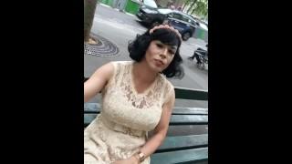 Maéva French Exibh trav à la Tour Eiffel Masturbate ass