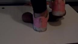 CBT Trampolim com tênis rosa sujo
