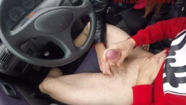 la mia migliore amica mi fa un pompino in auto