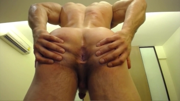 Straight muscle cam god Brock Jacobs spreads ass hole and flexes