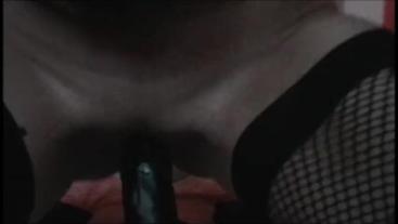 Zicken Pussy rides Big black Dildo squirt