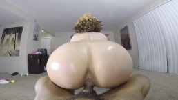 Sexy bubble butt rides reverse cowgirl on BBC in the living room!
