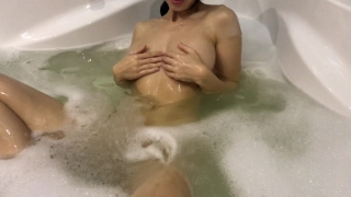 Hot girl takes a bath and masturbates - Mini Diva Blonde masturbation