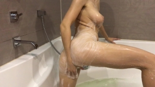 Hot girl takes a bath and masturbates - Mini Diva Babe orgasm