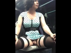 Exhib travesti Maéva French Ladyboy masturbation en pubkic