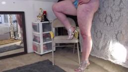 Toe tapping in heels shaking calves fetish