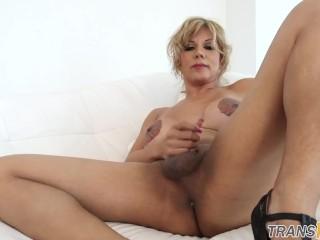 Curvy trans mature riding huge dildo
