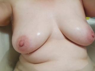 mom washes big tits