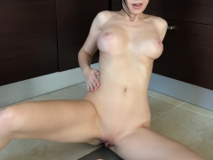 Oiled girl fucks herself by toy - Mini Diva