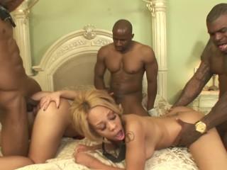 Ebony pawg share anal...