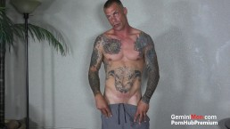 MUSCLE HUNK ALL TATTED FLEXING, SPREADING ASS & JO