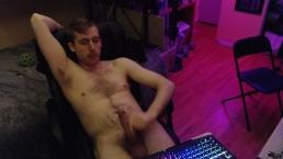 Hot gamer jerks off on cam