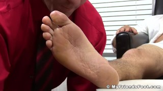 Hunk Leo Giamani wanks off to sight of toe sucking Big feminize