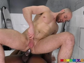 Whiteboi takes a huge black cock at a gloryhole