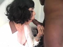 Maéva French Tgirl suce une bonne grosse bite
