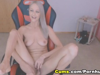 Lovely Pretty Teen Loves to Show Off on Cam