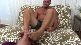 Buffed hunk receives feet worshiping for a homosexual freak Blowjob sucking