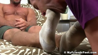 Buffed hunk receives feet worshiping for a homosexual freak Hairy anal
