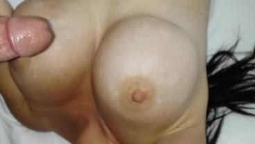 Huge Tits Girl Gets Cumshot
