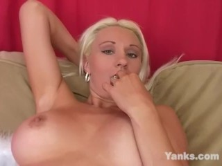 Yanks Summer Lynn Rides the Sybian
