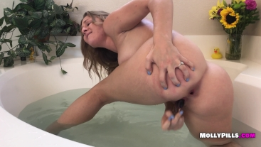 Molly Pills Bath Time with Glass Dildo Squirt