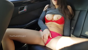 Sexy Girl wasn't caught while she masturbating on the backseat of car.4K