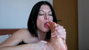 Foot Fetish Play - Julia`s Adorable Feet