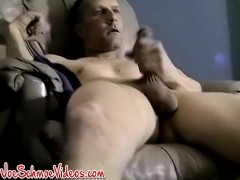 Dick wanking amateur shows that he is not camera shy