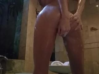 Masturbation in the bathroom in Bali