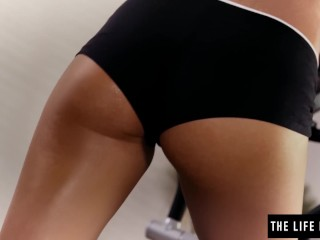 Preview 2 of Sweaty workout girl fucks a vibrating dumbell