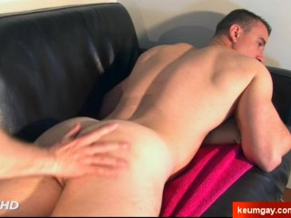 Real straight hetero dude serviced in a gay porn in spite of him !