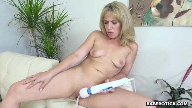 Good looking blonde MILF Stevie Lix toys her pussy solo