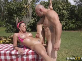 Brazzers - Sexy Rachel Starr seduced married neighbor to fuck her