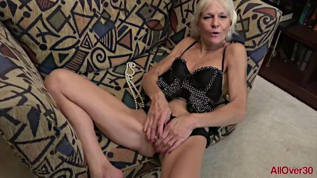 Over 30 mature xxx - Mature blonde mimi smith fucks her gilf pussy