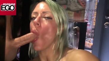 Heißer Striptease Glory Hole Blasen und Ficken im Ego Berlin - FitxxxSandy