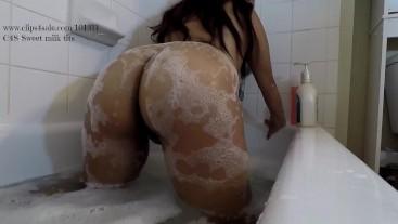 Latina Milfs wet ass worship ass shake and tease in bubble bath