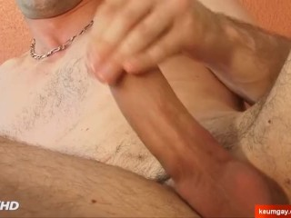 Straight to gay porn : Guillaume gets waked by a guy in spite of him !