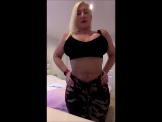 Big Ass Big Tits Live chat with me follow my twitter @TheSophieJames