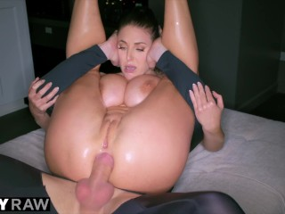 TUSHYRAW - Angela White non ne ha mai abbastanza di sesso anale