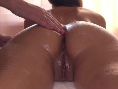 : Erotic Massage Ends With A First Time Squirt For Sexy Girlfriend