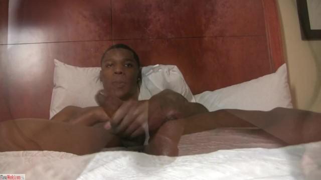 Download Gratis Video  Leon Lance Stroking And cumming