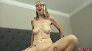 Mature Blonde MILF Jamie Foster Fucked In Bed